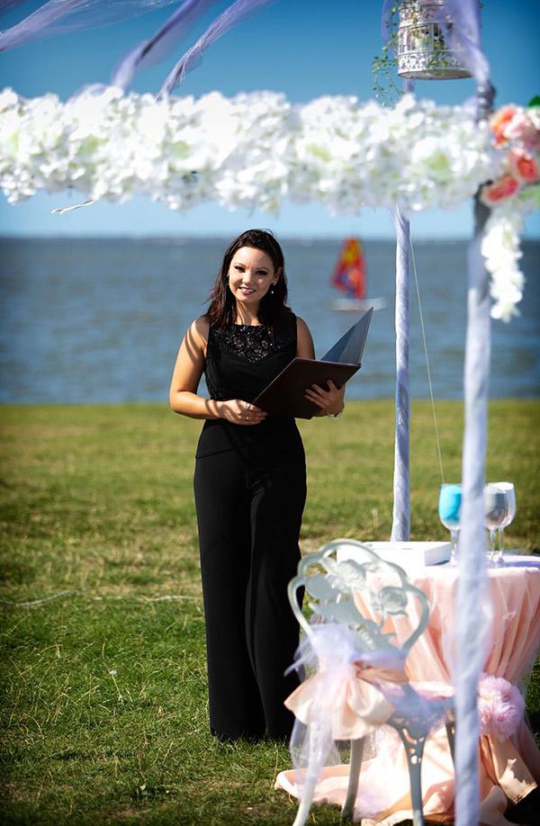 Hochzeitsrednerin Tamada mit akzentfreies deutsch
